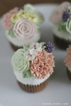 veranda studio butter cream flower cupcake:D