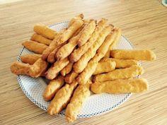 Δυο συνταγές για κριτσινιά καρότου και τυροκριτσίνια απο το κορίτσι μας Ελένη Μακροδημήτρη!Είναι μια πολύωραίαιδέα για τα παιδάκια μας! 300 γρ καλαμποκελαιο 300γρ κρασί η νερο 400γρ καροτο τριμμενο με 1 κγλ αλατι(Εαν τα κάνουμε με καρότο) η 400 Cheese Biscuits, Party Buffet, Light Recipes, Food Processor Recipes, Healthy Snacks, Bakery, Vegan Recipes, Food And Drink, Appetizers