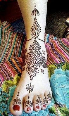 Henna on foot