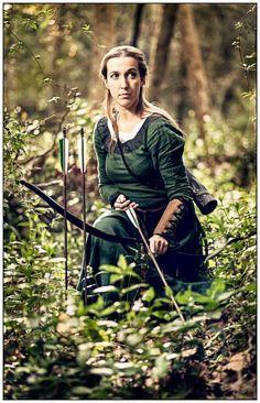 """Mittelalter Kleid """"Die Herbststimmung"""" aus Leinen Arrow Shooting, Medieval Peasant, Medieval Fantasy, Larp, Archery, Samurai, Scotland, Rocks, Costumes"""