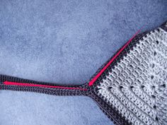 Crochet et tricot facile avec explications: Sac crochet 22 carrés Crochet Purse Patterns, Crochet Purses, Filet Crochet, Crochet Bikini, Creations, Couture, Crochet Pouch, Craft, Farmhouse Rugs