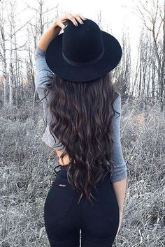 Perfect Long Waves on Kyla Centomo ♥ Kyla is wearing her 24 Mocha Brown Luxy Hair Extensions for extra length and volume. #LuxyHairExtensions