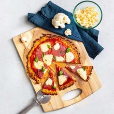 Pizza těsto z květáku Gouda, Zucchini, Vegetable Pizza, Paleo, Cookies, Vegetables, Desserts, Cauliflowers, Website