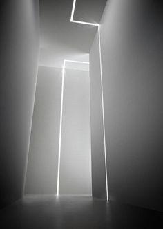 Profil (trimless) aus extrudiertem, weiß lackiertem Aluminium mit LED ...