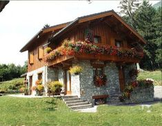 Style At Home, Swiss House, German Houses, Swiss Chalet, Cabins And Cottages, Stone Houses, Cottage Living, Log Homes, Traditional House