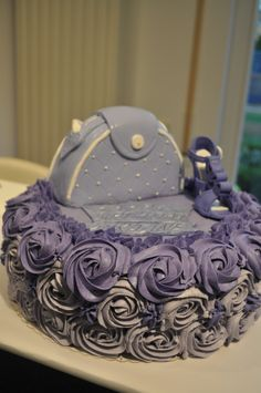 Violet sponge cake with buttercream