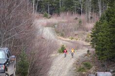 A team runs toward the finish.