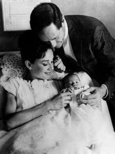【ELLE】「何より人の命に、深い感謝の念を抱いたのです」|美しい人は言葉もきれい。オードリー・ヘップバーンの名言が心に響く理由|エル・オンライン