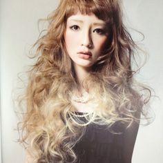 やってみたいアシンメトリーヘアアレンジ♡セミロングに明るめヘア、厚めバングの個性が光るスタイル♡