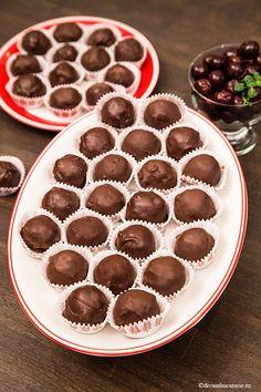 Bilute din biscuiti cu visine (din visinata) sunt bomboanele acelea de pe vremuri, ce nu lipseau la petreceri. Stiti pe