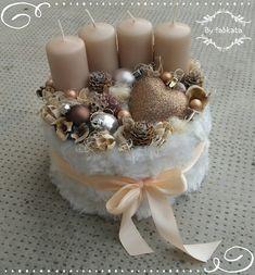 Christmas Advent Wreath, Christmas Time, Christmas Crafts, Holiday, Christmas Centerpieces, Christmas Decorations, Diy Gift Baskets, Handmade Christmas, Flower Arrangements