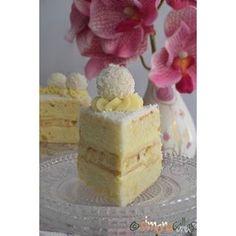 Raffaello Cake - so moist, fluffy, delicate and delicious with almonds, coconut and White Chocolate Coffee Time, Tea Time, Chocolate Lovers, White Chocolate, Vanilla Cake, Almond, Cheesecake, Coconut, Delicate