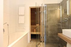 Bathtube, Douche and last but not least a SAUNA!