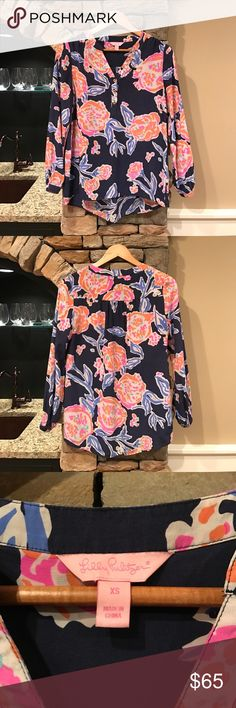 Lilly Pulitzer Elsa Top Gently used Lilly Pulitzer Elsa Top in navy Pom Pom print! In excellent condition, only worn a handful of times! Lilly Pulitzer Tops Blouses