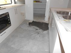 LHS kitchen ready for builders clean
