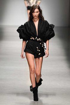 Philosophy di Lorenzo Serafini Spring 2019 Ready-to-Wear Fashion Show Fashion Week 2018, Milano Fashion Week, Runway Fashion, Fashion Show, Fashion Outfits, Fashion Trends, Milan Fashion, Catwalk Models, Fast Fashion