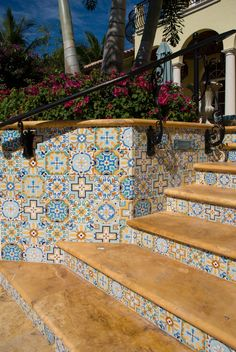I need this in my yard! Super cute and retro custom, hand painted tiles for risers and walls to coordinate with waterline tiles.