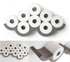 Photos d'une étagères courbes formant un nuage lorsqu'on y dépose des rouleaux de papier-toilette dessus.