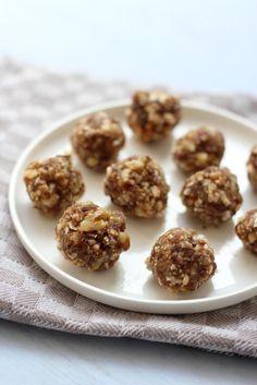 Heb je zin om een gezonde snack te maken? Deze zoete walnotenballetjes zijn heerlijk als tussendoortje.