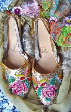 Vintage Shoes 1950s Retro Shoes  Lovely by thevintagearcade, $45.00