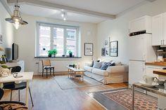 Piso pequeño con amplio salón y terraza comunitaria
