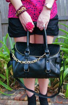 Elegant Zipped Downy Flap Handbag with Side Bowknots Detail