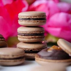 Scrumptious salted caramel nestled inside a ring of chocolate sandwiched in between two chocolate infused macaron shells. Chocolate Macaron Recipe, Best Macaron Recipe, Easy Chocolate Ganache, French Macarons Recipe, Macaron Flavors, Macaroon Recipes, Salted Caramel Chocolate, Chocolate Caramels, Dessert Recipes