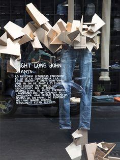 Escaparate de Susana Piquer para vaqueros en  nudie jeans con carton. Fotos.