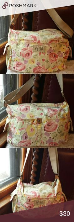 Fossil Pretty Flower Pattern Crossbody Bag Fossil Pretty Multicolored Flower Pattern Crossbody Bag -  6 pockets outside,  zip top pockets inside- Good condition Fossil  Bags Crossbody Bags
