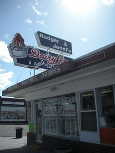 Love finding local burger joints when in Utah. 12 Hole in the Wall Utah restaurant recommendations.