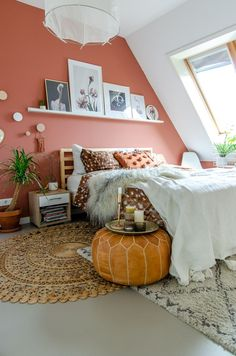 17 Inspiring Apartments Interior Design Ideas – My Life Spot Peach Bedroom, Bedroom Red, Bedroom Colors, Home Bedroom, Bedroom Wall, Bedroom Decor, Coral Walls Bedroom, Bedrooms, Apartment Interior Design