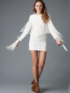 Jurk Viva Las Vegas wit - Designed by This is Lily  Witte, jersey cocktailjurk met franjes. Deze witte, franje jurk is gemaakt van een stevige jersey waardoor je vormen perfect geoptimaliseerd worden.