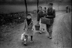Evacuación de Teruel I, 24.12.1937 Lest We Forget, Children Images, Spanish, War, In This Moment, Couple Photos, Antique, Vida Guerra, Photojournalism