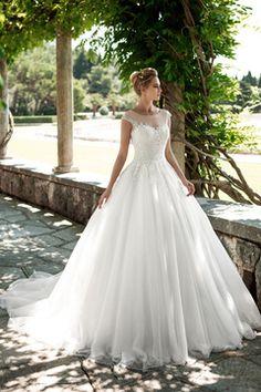 2017 de la cucharada de vestidos de novia de una línea de tul con aplicaciones de tejido y los granos