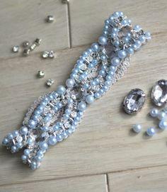 Ivory and blue wedding garter. Blue pearls, beaded garter.
