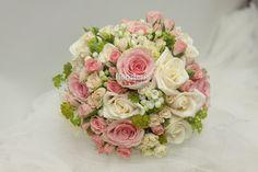 Bouquet compuesto por Rosas Vendela, Spray, Geraldine, Bouvardia, y Bupleurum.