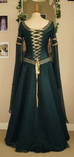 Gowns Pagan Wicca Witch: - Pinned by The Mystic's Emporium on Etsy Renaissance Clothing, Medieval Fashion, Moda Medieval, Medieval Gown, Medieval Costume, Merida Dress, Vintage Dresses, Vintage Outfits, Gothic Fashion