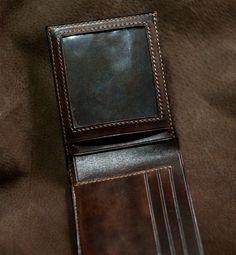 Man wallet Ví nam dáng ngang. Chất liệu da bò veg tanned. Chế tác,nhuộm, khâu chạm khắc hoàn toàn thủ công. Size 11,5 x 09 cm Gồm: - 03 khe thẻ, card. - 01 ngăn size giấy tờ khổ cũ. - 01 ngăn ảnh size lớn. - 01 ngăn $ lớn đa dụng. - 01 ngăn fecmotuya.  Price: 900k  #handmade #handcraft #leather #leathergoods #handdye #handsew #carving #vida #vinam #doda #dodathucong #khacten #thoitrang #hanoi #saigon #vietnam #wanleather  Plz make order, thanks!  ✔️ Bạn có thể thêm hình chạm khắc, hoạ tiết…