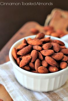 Healthy Snacks Cinnamon Toasted Almonds- 2 cups whole tsp cinnamon, ½ tsp TBSP olive oil - These Cinnamon Toasted Almonds are a healthy snack option for during the day and only require 4 ingredients to make. Healthy Snack Options, Snack Recipes, Cooking Recipes, Diet Recipes, Healthy Appetizers, Healthy Snacks, Healthy Recipes, Healthy Eats, Yummy Food