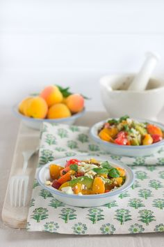 """ensalada-albaricoques y tomate con taklia de """"Because blog""""  http://becauseblog.es/ensalada-de-albaricoques-y-tomate-con-taklia-y-un-juego-con-premio/"""