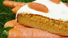 """Juicy, vegan carrot cake - gluten-free, with out flour and z .- Does snacking all the time must be a sin? Not if the """"candy"""" temptation comprises neither flour, sugar nor eggs. Have enjoyable with our carrot cake recipe. Homemade Carrot Cake, Vegan Carrot Cakes, Vegan Cake, Homemade Recipe, Gluten Free Cakes, Gluten Free Baking, Food Cakes, Vegan Sweets, Healthy Sweets"""