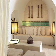 Huis in arabische sferen, lichte kleur. Mooie arabische inrichting / stijl.