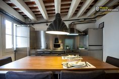 COCOON BARCELONA APARTMENTS - Ideally located in one of Barcelona's downtown shopping areas, this flat…