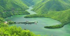 """Язовир Въча Скритият в родопските масиви язовир, е един от най – големите язовири в България и най – големият по поречието на река """"Въча""""."""