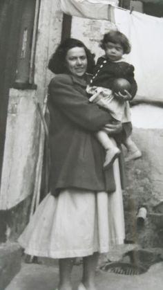 Min mor Ingrid Valborg Poulsen gift med Niels Martin Weichardt og Lone Weichardt. Ca. 1950. Fotograferet Kampensgade/Strandlinien 23