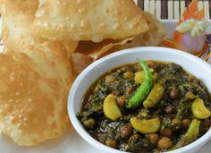 Who doesn't love chole or chana masala, though popular made of white chickpeas or kabuli chana another variety is to prepare from black chickpeas or kala cha. Black Channa Recipe, Garam Masala, Chana Masala, Kabuli Chana, Chopped Spinach, Green Curry, Spinach Recipes, Fennel Seeds, Kitchens