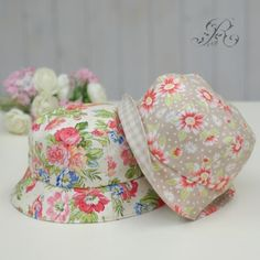 Bandanas, Hand Art, Small Quilts, Hat Making, Couture, Mittens, Quilt Patterns, Bucket Hat, Diy And Crafts