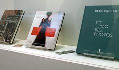 Ouvrages autour d'Erwin Blumenfeld dans une des vitrines de la galerie du Jeu de Paume / Paris, janvier 2014