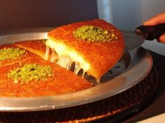 Knafeh or Kanafeh is super delicious middle eastern dessert that made of kadayif, cheese and syrup. Lebanese Desserts, Lebanese Recipes, Turkish Recipes, Knafeh Recipe Lebanese, Persian Recipes, Arabic Dessert, Arabic Sweets, Arabic Food, Turkish Dessert