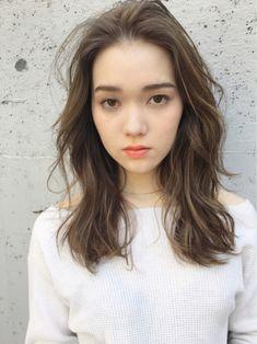 Pin on hair. Pin on hair. Korean Medium Hair, Medium Hair Styles, Short Hair Styles, Middle Hair, Permed Hairstyles, Hair Images, Long Hair Cuts, Hair Photo, Hair Highlights
